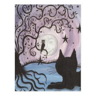 Gato encantador con la postal de la luna