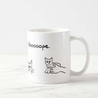 Gato enojado y el nuevo mascota taza de café