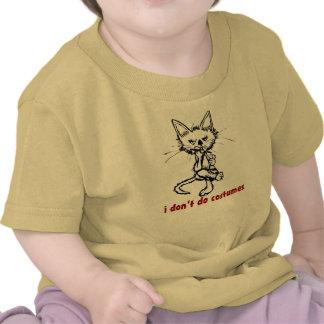 Gato enrrollado de la actitud: Halloween Camisetas