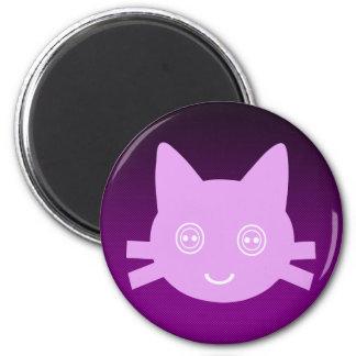 Gato feliz lindo observado botón rosado del gatito imán redondo 5 cm