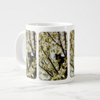 Gato floreciente taza grande