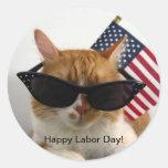 Gato fresco del Día del Trabajo feliz con el Etiquetas Redondas