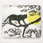 Gato fresco en el árbol Mousepad Tapete De Ratones