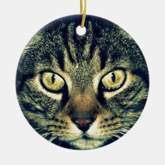 Gato glaring gris adorno navideño redondo de cerámica