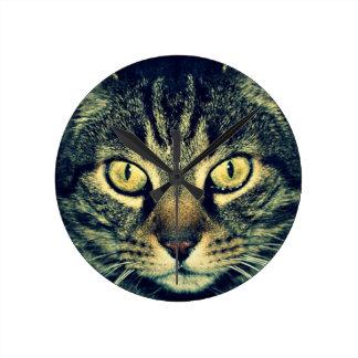 Gato glaring gris reloj redondo mediano