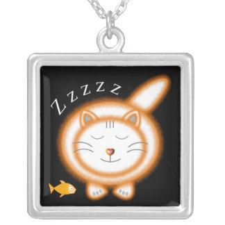 Gato gordo anaranjado el dormir colgante cuadrado