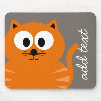 Gato gordo anaranjado lindo con de color topo tapete de raton
