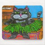 Gato gordo en una falda de Hula en un mousepad de