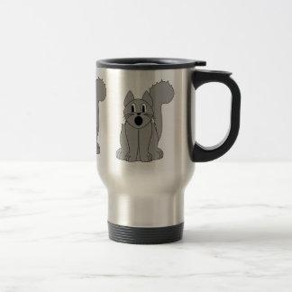 Gato gris asustado tonto taza de café