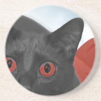 Gato gris con la imagen mezclada ojos del naranja posavaso para bebida