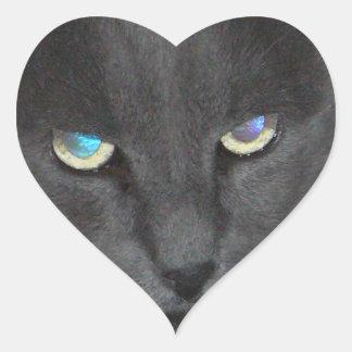 Gato gris del gatito de la diversión con los ojos calcomania de corazon
