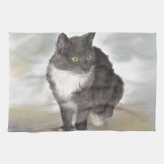 Gato gris toalla