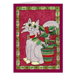 Gato gris y blanco con la planta 2 del acebo tarjeta de felicitación