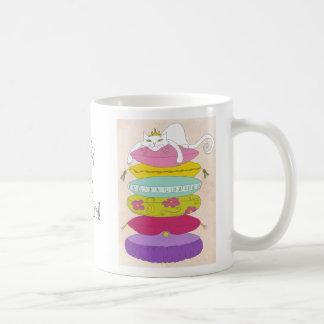 Gato gruñón de la princesa y los dibujos animados  tazas