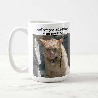 ¡Gato gruñón, sarcasmo, no persona de la mañana! Taza Básica Blanca