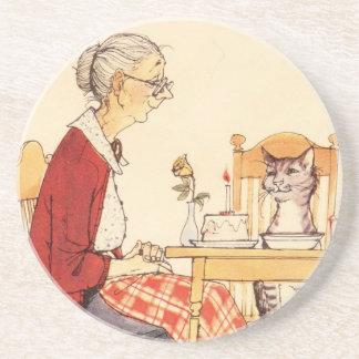 Gato impresionante y mujer del vintage que se sien posavasos personalizados