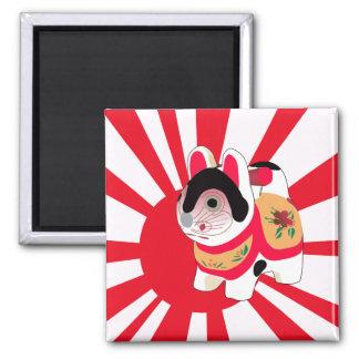 Gato japonés de la buena suerte de la bandera del  imán cuadrado