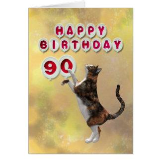 Gato juguetón y 90.os globos del feliz cumpleaños tarjeta de felicitación