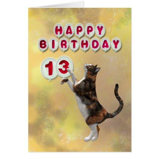 Gato juguetón y décimotercero globos del feliz tarjeta de felicitación