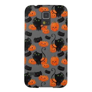 Gato lindo de Halloween con las calabazas Funda Galaxy S5