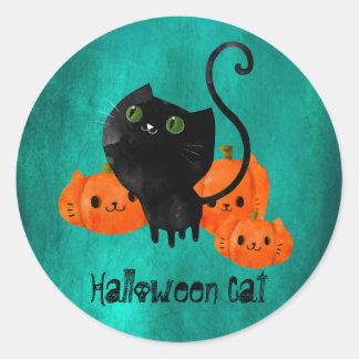 Gato lindo de Halloween con las calabazas Pegatina Redonda
