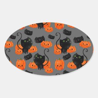 Gato lindo de Halloween con las calabazas Pegatina Ovalada
