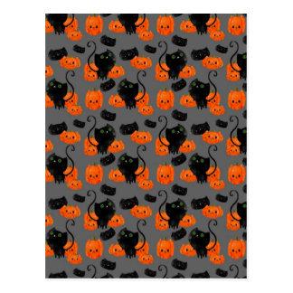 Gato lindo de Halloween con las calabazas Postales