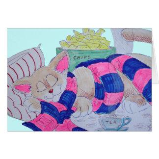 Gato lindo del dibujo animado que duerme mientras tarjeta de felicitación