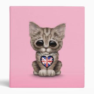 """Gato lindo del gatito con el corazón británico de carpeta 1"""""""
