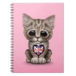 Gato lindo del gatito con el corazón británico de  libro de apuntes