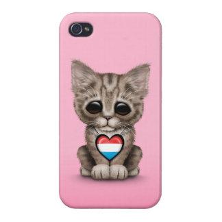 Gato lindo del gatito con el corazón de la bandera iPhone 4 carcasas