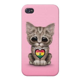 Gato lindo del gatito con el corazón de la bandera iPhone 4/4S carcasa