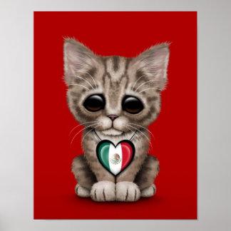 Gato lindo del gatito con el corazón de la bandera poster