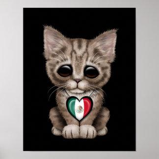 Gato lindo del gatito con el corazón de la bandera posters