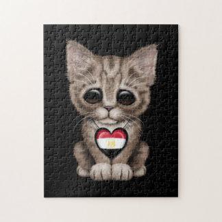 Gato lindo del gatito con el corazón egipcio de la rompecabezas con fotos