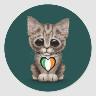 Gato lindo del gatito con el corazón irlandés de l pegatina