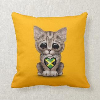 Gato lindo del gatito con el corazón jamaicano de  cojines
