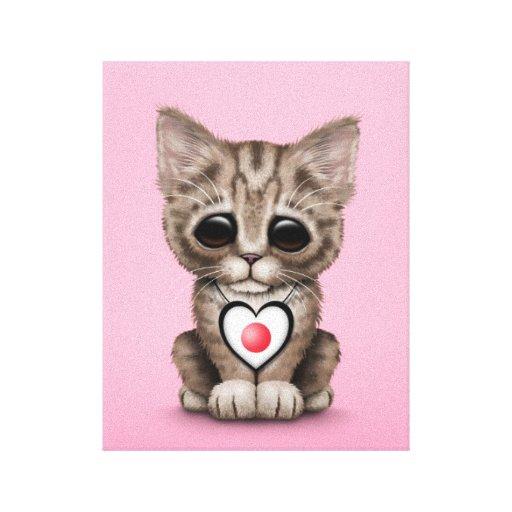 Gato lindo del gatito con el corazón japonés de la lona estirada galerías