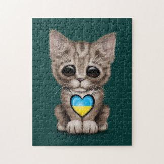 Gato lindo del gatito con el corazón ucraniano de  rompecabezas con fotos