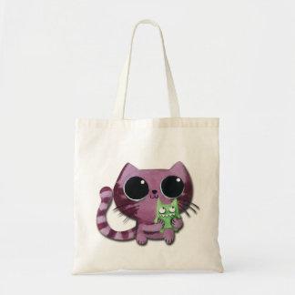 Gato lindo del gatito con el pequeño monstruo bolsa