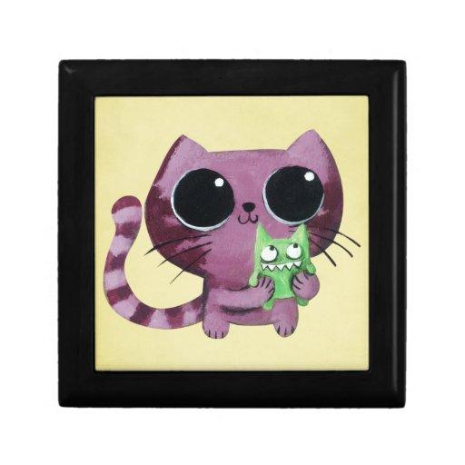 Gato lindo del gatito con el pequeño monstruo joyero cuadrado pequeño