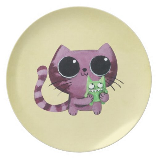 Gato lindo del gatito con el pequeño monstruo platos