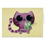 Gato lindo del gatito con el pequeño monstruo felicitación
