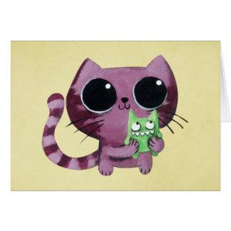 Gato lindo del gatito con el pequeño monstruo tarjeta de felicitación
