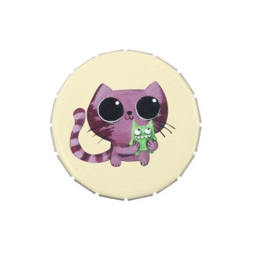 Gato lindo del gatito con el pequeño monstruo verd frascos de dulces