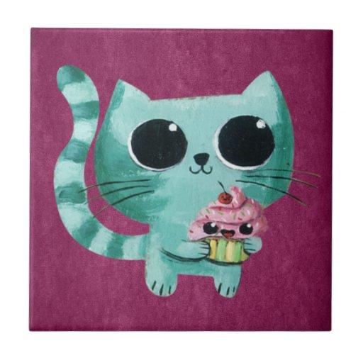 Gato lindo del gatito con la magdalena de Kawaii Teja Cerámica