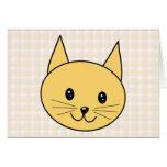 Gato lindo del jengibre. Compruebe el fondo Tarjeton