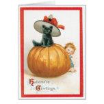 Gato lindo en la tarjeta del vintage del gorra
