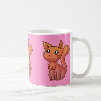Gato lindo rosado anaranjado del dibujo animado taza clásica