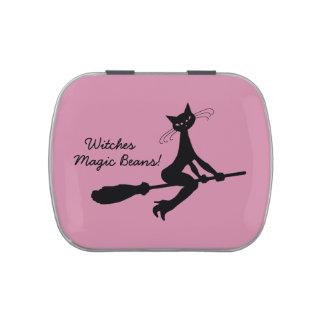 Gato mágico de las habas de las brujas en el palo latas de caramelos